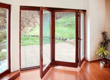 Dřevěné skládací dveře